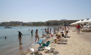 Нетаньяху пришел на пляж в Израиле и призвал отдыхающих идти на выборы
