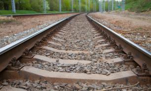 Пассажирский поезд столкнулся с грузовиком и загорелся в Адыгее