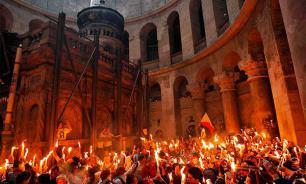 Израиль: кому светит Благодатный огонь?