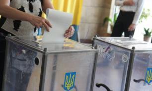 """Неизвестный бросил """"коктейль Молотова"""" на избирательном участке на Украине"""