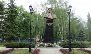 На Украине потребовали возбудить дело из-за восстановления бюста Жукова