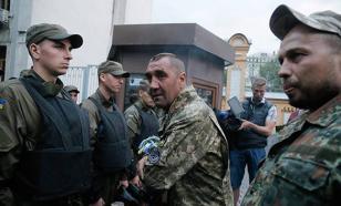 """Боевики """"Правого сектора"""" не понимают, почему должны подчиняться какому-то кондитеру – политолог"""