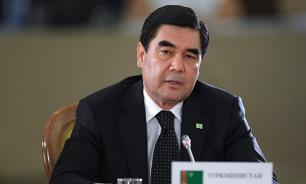 Президент Туркмении продемонстрировал навык стрельбы по мишеням с велосипеда
