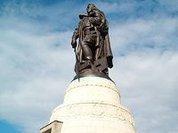 Символичный памятник и человечный символ