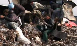 """""""Подвиг"""" жителей саратовского села: спасением водки из разбившейся фуры они занимаются уже неделю"""