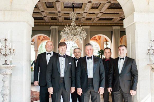 Чиновников ловят на роскошных свадьбах