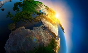 """Земле обещают синее Солнце и """"полный мрак"""" на две недели"""