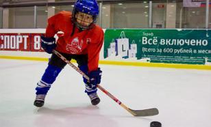 """Путин получил подарок от юных хоккеистов в центре """"Сириус"""""""