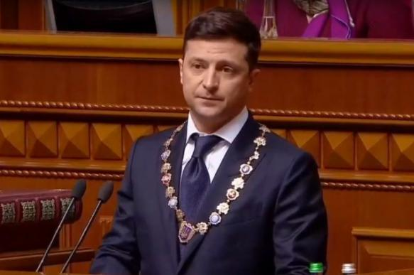 Удостоверение президента Украины Владимира Зеленского обронили на пол