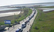 Украинцы рвутся в Крым: ФСБ показала многокилометровые очереди