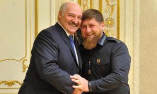 """Лукашенко назвал Кадырова """"братом"""" и вручил ему орден"""