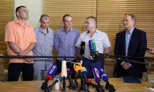 Украинские военные, бывшие в плену в Донбассе, прибыли в Киев