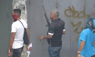 Неизвестные обстреляли митингующих в Каракасе