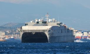 В Черное море вошел предназначенный для переброски войск корабль США