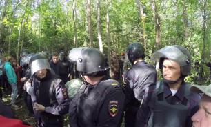 В Ликино-Дулево полиция задерживает жителей, выступающих против свалки