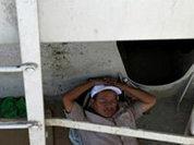 Выдворенные из США мексиканцы спят в канавах
