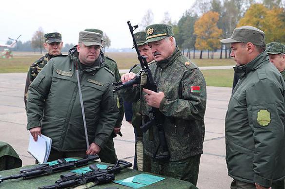 Лукашенко назвал условие, при котором раздаст белорусам автоматы