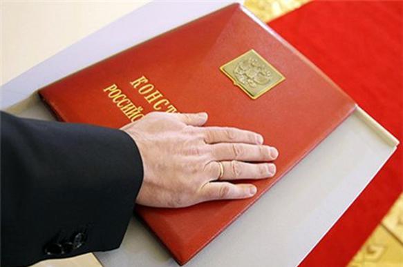 Не читал, но осуждаю: в чем проблема Конституции РФ