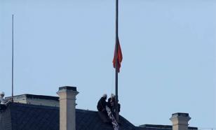 Охранников чешского президента уволили из-за гигантских красных трусов