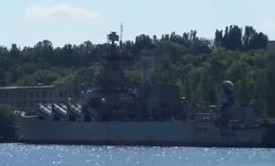 """Жуткое запустение: опубликована съемка верфей с гниющим крейсером """"Украина"""""""
