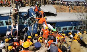 Число жертв железнодорожной катастрофы в Индии возросло до 91