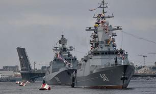 Черноморский флот РФ взял на сопровождение военный корабль США