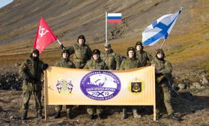Экспедиция подняла флаг России в самой северной точке Евразии