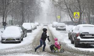 В Бугуруслане сотрудники ДПС спасли засыпанных снегом детей