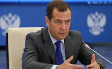 Медведев предложил уравнять доходы селян и горожан