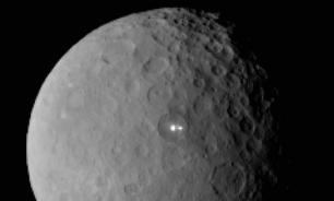 Загадки Цереры: Вспышки, кратеры и пирамида