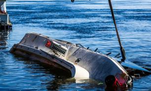 На борту опрокинувшегося в Черном море катамарана находилось 55 человек