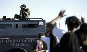 В Фергюсоне введено ЧП и начат жесткий разгон протестующих