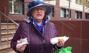 """""""На тебе прожиточный минимум"""": пенсионерка подарила министру веревку и мыло"""