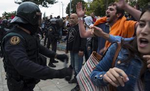 В Каталонии в стычках с полицией пострадали более 100 человек