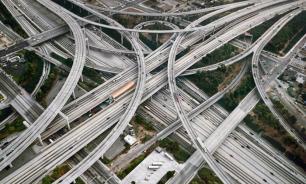 В США вдоль дорог установят поглощающие автомобильные выбросы колонны