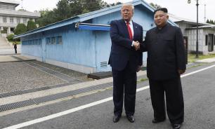 Трамп прибыл на межкорейскую границу и встретился с Ким Чен Ыном