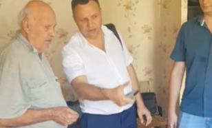 """Депутат подарил ветерану телевизор и наказал смотреть только """"Россию-1"""""""