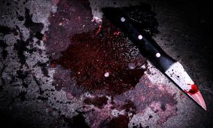 Молодой человек зарезал подругу в школе, избил учителей и закололся сам