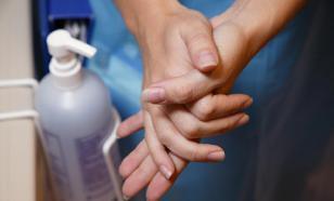 Скраб, антимикробный гель и чистка зубов - самые вредные гигиенические привычки