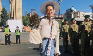 Зачитавшую рэп перед Зеленским певицу затравили из-за поездки в Крым