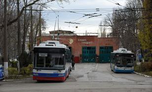 """Троллейбус """"забодал"""" светофор в центре Ярославля"""
