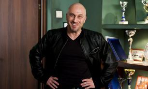"""Знаменитый """"физрук"""" Дмитрий Нагиев и его холостяцкие хоромы"""