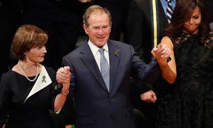 Джордж Буш станцевал на похоронах полицейских в Далласе. Видео