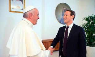 Основатель Facebook подарил Папе Римскому самолет для раздачи интернета