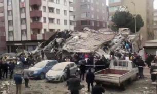 Шестиэтажный жилой дом в Стамбуле рухнул без видимых причин