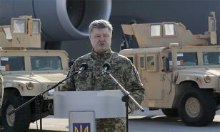 Порошенко объяснил, почему не ввел на Украине военное положение
