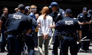 Полиция Нью-Йорка задержала 70 экоактивистов у здания газеты NYT