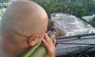 Фото стреляющего из гранатомета в Раду объединило украинцев