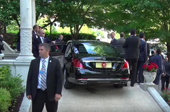 """Эрдоган """"любовался"""" дракой возле резиденции посла Турции в Вашингтоне"""