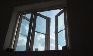 Житель Норильска выкинул гостью из окна за то, что она хотела уйти